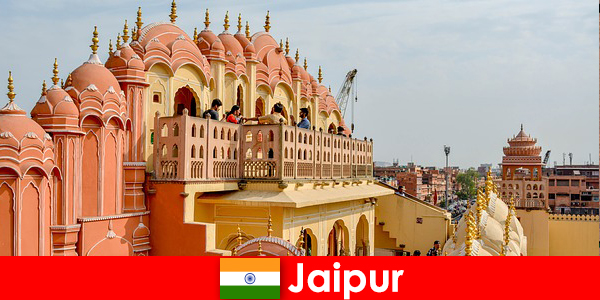 Los turistas pueden encontrar palacios impresionantes y la última moda en Jaipur de la India