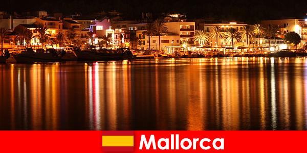 Vida nocturna en Mallorca con mujeres guapas del panorama erótico