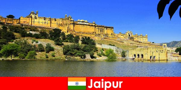 Extraños a Jaipur aman los poderosos templos