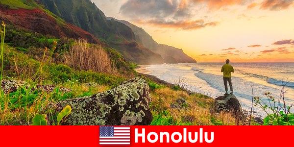 Honolulu es conocida por sus playas, océanos, puestas de sol para vacaciones de bienestar y relajación.