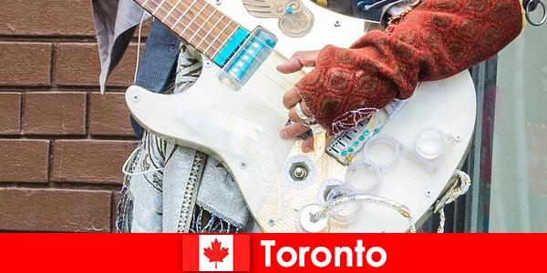 Los extraños aman Toronto por su apertura de mente a la escena musical de todas las culturas.
